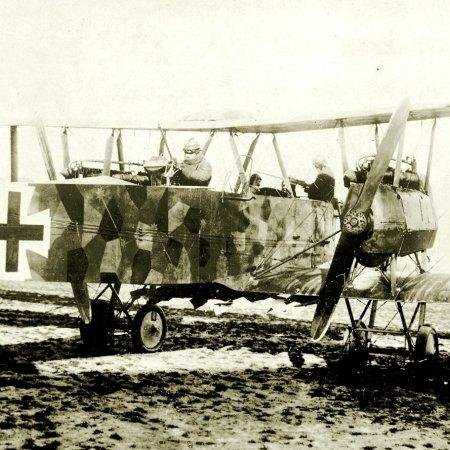 115 Friedrichshafen GIII Bomber With Crew