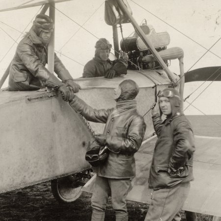132 Comrades In Flight Gear