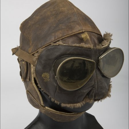 Uniforms 008 RFC Flying Helmet And Goggles