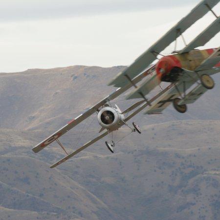 Wanaka 2006 Triplane Nieuport Battle
